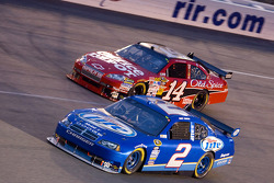 Kurt Busch, Penske Racing Dodge, Tony Stewart, Stewart-Haas Racing Chevrolet