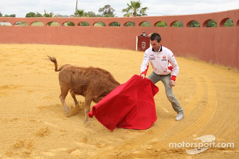 Alex De Angelis, San Carlo Honda Gresini visita una plaza de toros