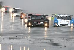 DP start: #12 Penske Racing Porsche Riley: Timo Bernhard, Romain Dumas and #01 Chip Ganassi Racing with Felix Sabates Lexus Riley: Scott Pruett, Memo Rojas lead the field