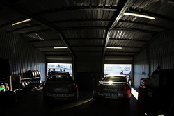 V8 Supercar course car and safety car