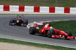 Felipe Massa, Scuderia Ferrari leads Sebastian Vettel, Red Bull Racing