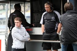 Paul di Resta, Team HWA AMG Mercedes C-Klasse has a look at his old F3 team, Manor Motorsport