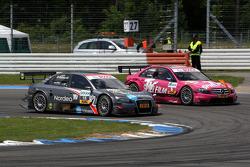 Christian Bakkerud, Kolles TME, Audi A4 DTM overtaking Susie Stoddart, Persson Motorsport, AMG Mercedes C-Klasse in the Spitzkehre