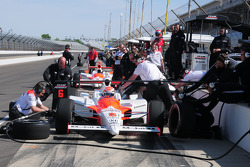 Ryan Briscoe, Penske Racing and crew practicing pitstops