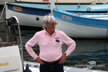 Ecclestone goes to New York instead of Melbourne