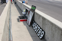 A pit board for Scott Sharp