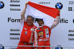 Rio Haryanto with Peter Thompson, Questnet Team Qi-Meritus
