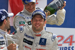 LMP1 podium: Alexander Wurz receives a champagne shower