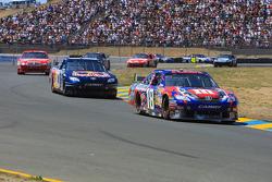 Kyle Busch, Joe Gibbs Racing Toyota leads Brian Vickers, Red Bull Racing Team Toyota