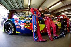 Mark Martin, Hendrick Motorsports Chevrolet, Juan Pablo Montoya, Earnhardt Ganassi Racing Chevrolet