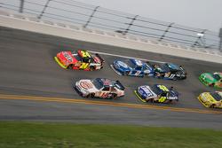Jeff Gordon, Hendrick Motorsports Chevrolet and Tony Stewart, Stewart-Haas Racing Chevrolet battle