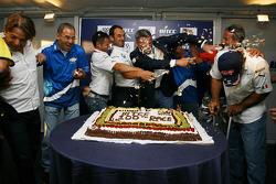 Augusto Farfus, BMW Team Germany, Alain Menu, Chevrolet, Andy Priaulx, BMW Team UK, Marcello Lotti, General Manager of KSO, Robert Huff, Chevrolet, Tom Coronel, Sunred Engineering and Alex Zanardi, BMW Team Italy-Spain at the cake battle