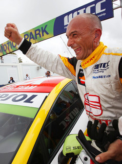 Winner Gabriele Tarquini, Seat Sport celebrating