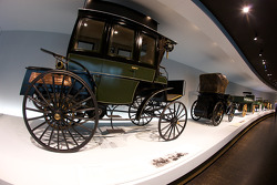 The pionners and the invention of the automobile: 1895 Benz motorized bus