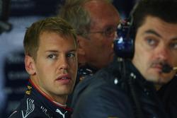 Sebastian Vettel, Red Bull Racing and Guillaume Rocquelin, Red Bull Racing Race Engineer of Sebastian Vettel
