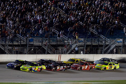 Restart: Mark Martin, Hendrick Motorsports Chevrolet and Jimmie Johnson, Hendrick Motorsports Chevrolet battle for the lead