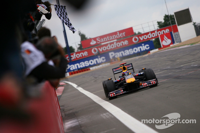 2009 - Primera victoria en la F1
