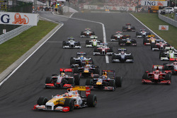Start: Fernando Alonso, Renault F1 Team ve field