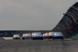 Start: Jimmie Johnson, Hendrick Motorsports Chevrolet and Kurt Busch, Penske Racing Dodge battle for the lead