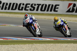 Jorge Lorenzo, Fiat Yamaha Team leads Valentino Rossi, Fiat Yamaha Team