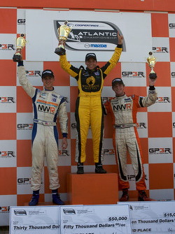 Podium: race winner Simona De Silvestro, Team Stargate Worlds, second place John Edwards, Newman Wachs Racing, third place Jonathan Summerton, Newman Wachs Racing