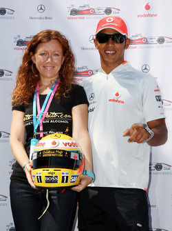 Lewis Hamilton, McLaren Mercedes, helmets have the name of Johnny Walker prize winners