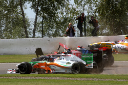 Авария Адриана Сутиля, Force India F1 Team, Хайме Альгерсуари, Scuderia Toro Ross, Льюиса Хэмилтона, McLaren Mercedes и Ромена Грожана, Renault F1 Team