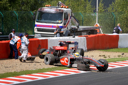 Авария Льюиса Хэмилтона, McLaren Mercedes и Хайме Альгерсуари, Scuderia Toro Rosso на первом круге