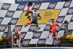 Подиум: победитель гонки - Хорхе Лоренсо, Fiat Yamaha Team, второе место - Алекс де Анжелис, San Carlo Honda Gresini, третье место - Ники Хейден, Ducati Marlboro Team