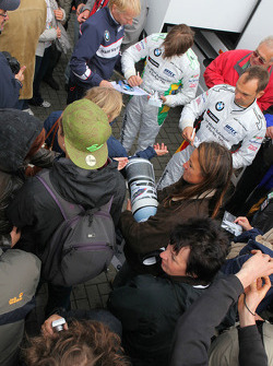Jorg Muller,  BMW Team Germany, BMW 320si and Augusto Farfus, BMW Team Germany, BMW 320si signing autographs for fans