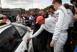 Lewis Hamilton, McLaren Mercedes, Paul di Resta, Team HWA AMG Mercedes C-Klasse, on the grid