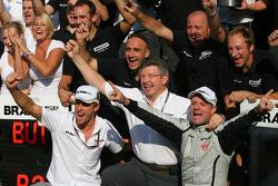 Race winner Rubens Barrichello, Brawn GP, celebrates with Jenson Button, BrawnGP, Ross Brawn, Brawn GP, Team Principal, and BrawnGP team members