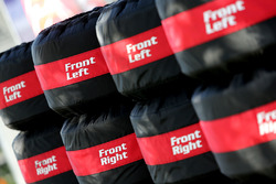 Renault Sport F1 Team, Pirelli banden