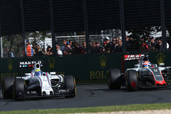 Felipe Massa, Williams FW38 en Romain Grosjean, Haas F1 Team VF-16