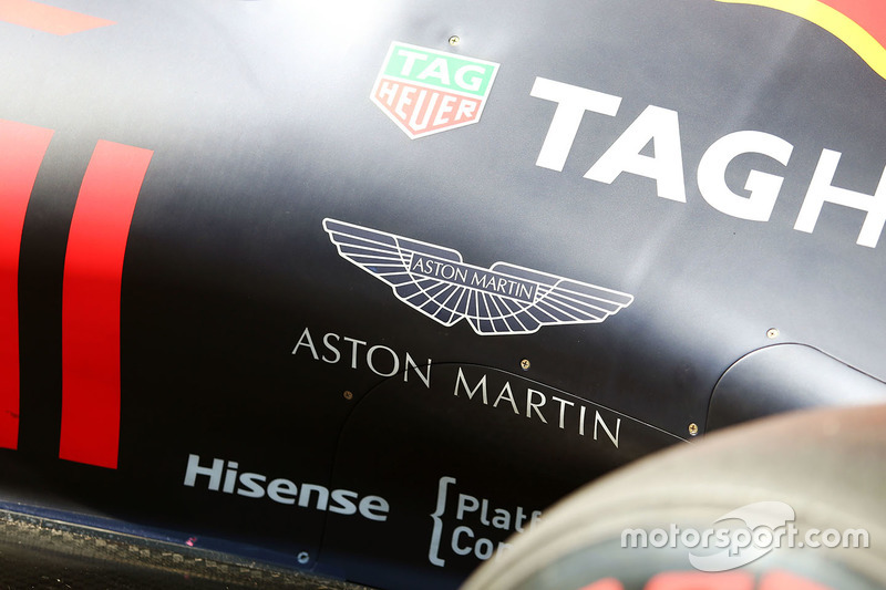Aston Martin logo en elRed Bull Racing RB12