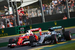 Lewis Hamilton, Mercedes AMG F1 Team W07 and Sebastian Vettel, Ferrari SF16-H battle for position
