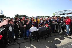 رقم 43 آر جي آر سبورت موراند ليجييه جيه إس بي2: ريكاردو غونزاليس، فيليبي البوكيرك، برونو سينا ضمن حصة التواقيع