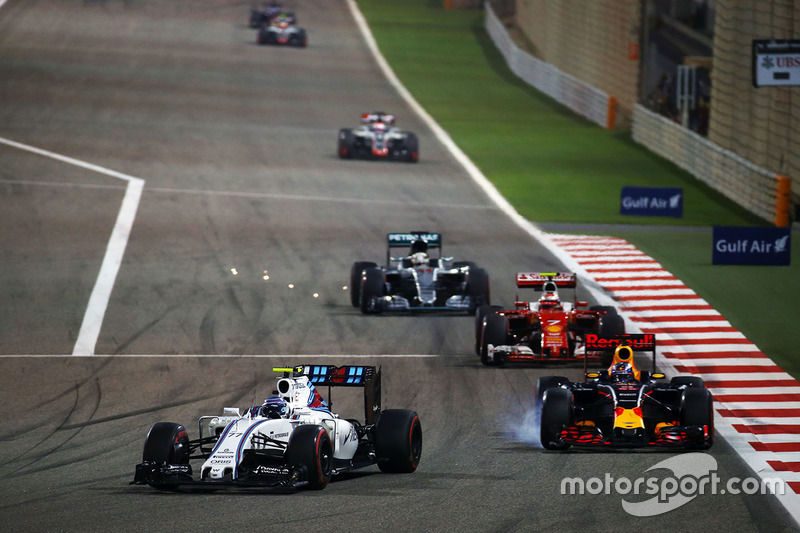Valtteri Bottas, Williams FW38 and Daniel Ricciardo, Red Bull Racing RB12