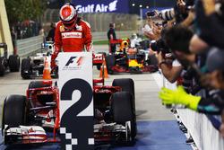 Segundo puesto Kimi Raikkonen, Ferrari SF16-H en el parc ferme
