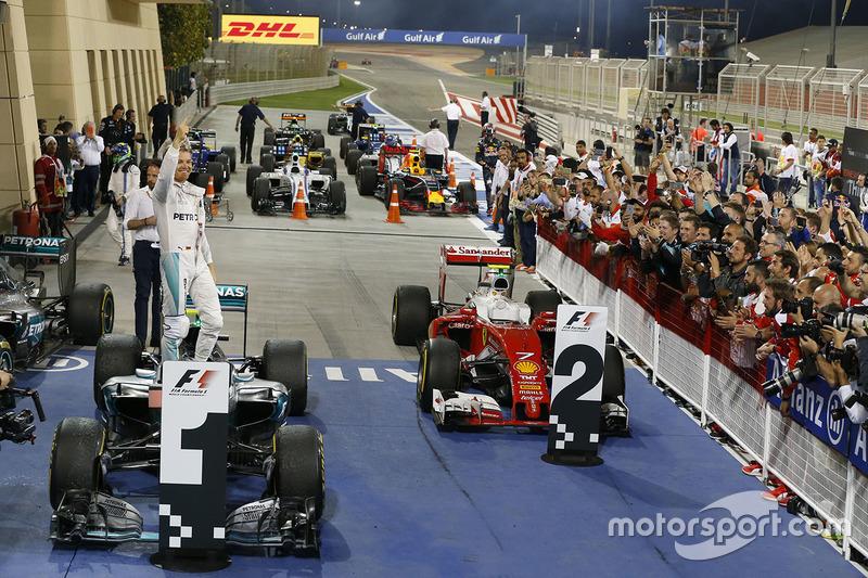 Ganador de la carrera, Nico Rosberg, Mercedes AMG F1 Team