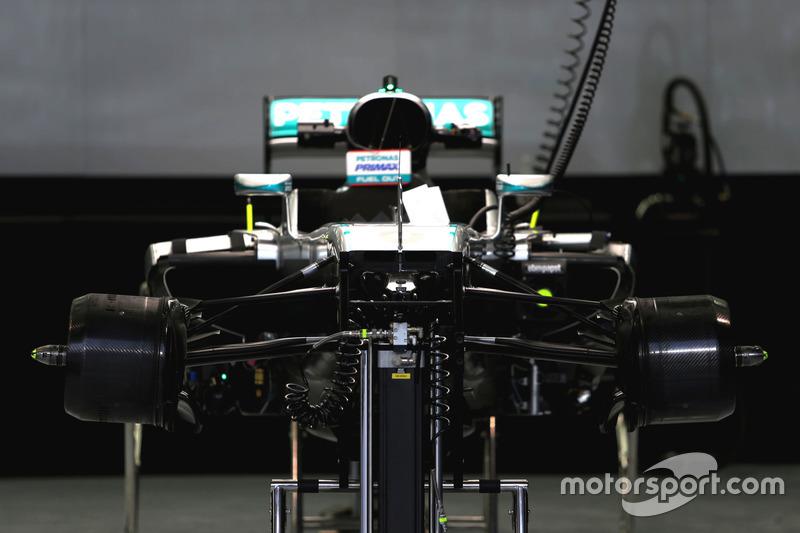 Mercedes AMG F1 Team W07, vooraanzijde