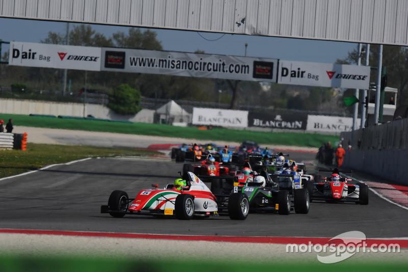 Arrancada: Mick Schumacher lidera el grupo