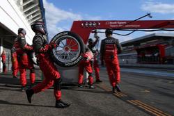 Mechaniker von Audi Sport Team Abt Sportsline