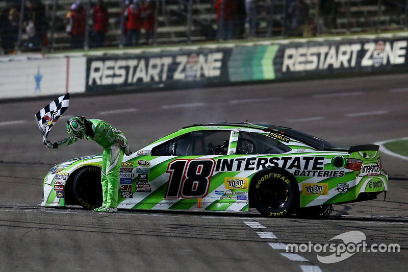 Fort Worth: Kyle Busch (Gibbs-Toyota)