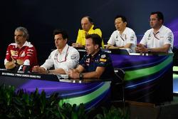 Conferencia de prensa: Frederic Vasseur, director Renault Sport F1 Team Racing, Yusuke Hasegawa, jefe de programa de Honda en F1, Eric Boullier, director de McLaren, Maurizio Arrivabene, jefe de Ferrari, Toto Wolff, jefe de Mercedes y director ejecutivo y