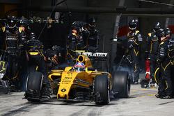 Jolyon Palmer, Renault Sport F1 Team pit stop
