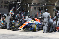 Рио Харьянто, Manor Racing MRT05 pit stop