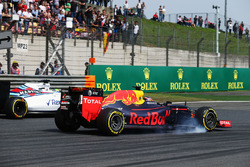 Daniil Kvyat, Red Bull Racing RB12 and Felipe Massa, Williams FW38  battle for position