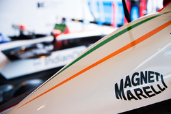 Машина Mahindra Racing с логотипом Magneti Marelli