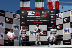 Podium: 2. Jean-Karl Vernay, Leopard Racing, Volkswagen Golf GTI TCR; 1. Gianni Morbidelli, West Coast Racing, Honda Civic TCR; 3. Stefano Comini, Leopard Racing, Volkswagen Golf GTI TCR
